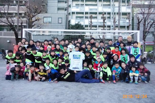 第一SSCだよ、全員集合! 社会人チーム、OB、保護者や家族、スタッフ、そして子どもたちと第一サッカーファミリーとして一緒にサッカーを楽しんだ!!